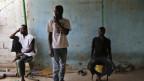 Migranten aus Zentralafrika 2014 in einer temporären Unterkunft im Südwesten Libyens