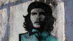 Ein Che-Gemälde an einer Wand.
