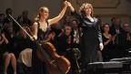 Sol Gabetta gemeinsam mit der Pianistin Hélène Grimaud nach einem Konzert