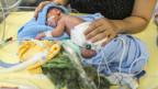 Ein Neugeborenes im Spital.