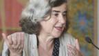 Autorin Barbara Honigmann spricht in ein Mikrophon.