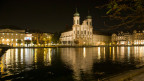 Die Jesuitenkirche in Luzern, hier noch im alten Stil beleuchtet.