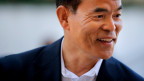 Nobelpreisträger Shuji Nakamura forschte aber in seiner Freizeit weiter und schaffte es schliesslich doch noch, die richtige Mischung für den Kristall in der Leuchtdiode zu finden, damit sie blaues Licht abgibt.