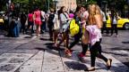 Junge Griechinnen und Griechen in Athen. Nach der Ausbildung versuchen viele später ihr Glück im Ausland.