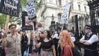 Studenten protestieren am Tag nach der Brexit-Abstimmung.