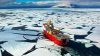 Ein Forschungsschiff in der Antarktis.