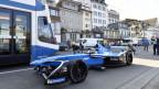 Ein Formel E Wagen in der Stadt Zürich