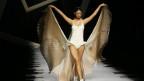 Bei den Frauen spricht man nach langen Jahren der Bikini-Doktrin jetzt wieder mehr von Badekleidern, also Einteilern!