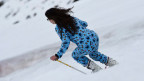 Warum nicht: Statt Skianzug für einmal Pyjama, inklusive Krümmelmonster.