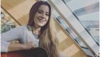 Lisa Oribasi mit Gitarre