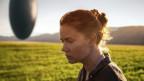 Louise Banks (Amy Adams) lernt, mit Ausserirdischen zu kommunizieren.