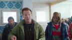 Abedi (Olivier Mukuta, rechts), der einzige Flüchtling, der Norwegisch kann, übersetzt für Primus (Anders Baasmo Christiansen, Mitte).