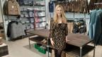 Reni Hänggli betreibt ein Trachten- und Dirndlgeschäft und pflegt als Chefin eine kollegiale Beziehung zu ihren Mitarbeiterinnen.