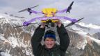 Drohnen wie der Airdog, der Input-Redaktor Reto Widmer auf der Skipiste an einer unsichtbaren Leine folgt, sind der letzte Schrei.