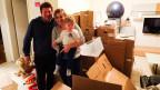 Familie Müller vor dem Umzug in ihrer Wohnung in Biel