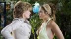 """Die schwierige Schwiegermutter gibt es nicht nur im Film: Charlie leidet im Film """"Das Schwiegermonster"""" unter ihrer Schwiegermutter"""