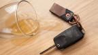 Autoschlüssel und Schnapsglas