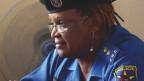 Der Dokfilm «Maman Colonelle» porträtiert eine Polizeikommandantin als Hoffnungsträgerin für die Schwächsten. In der vom Bürgerkrieg gezeichneten kongolesischen Region Kisangani, schützt sie Frauen und Kinder. Der Film ist im Rahmen des ZFF im Kino zu sehen.