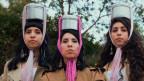 Das jüdische Schwesterntrio A-Wa landete den ersten arabischen Hit in den israelischen Charts und legen jetzt mit «Bayti Fi Rasi»  ein neues Album nach.