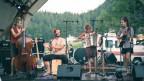 Bunte Vögel wie Hermanos Perdidos aus Biel spielten letztes Wochenende am Open Air Cavaglia im Puschlav.