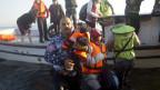 Die Küstenwache hat früher die Flüchtlinge zurück ins Meer getrieben. Heute hilft sie ihnen.
