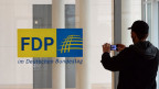 Bald wird wohl das Logo der deutschen Freien Demokratischen Partei (FDP) am Reichstagsgebäudes im Deutschen Bundestag entfernt.