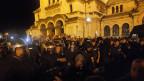 Bulgaren während Anti-Regierungs-Proteste vor dem Parlamentsgebäude in Sofia, Bulgarien im Sommer 2013. Archiv.