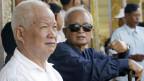 Die ehemaligen Führer der Roten Khmer: Khieu Samphan (links) und Nuon Chea. Staatsanwälte in Kambodscha forderten lebenslange Haft für die beiden überlebenden Führer des brutalen Regimes.