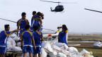Erste Hilfsgüter treffen in der Provinz Leyte ein.