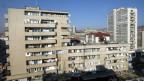 Hochhäuser in Pristina, Serbien.