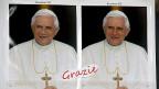 Papst Benedikt XVI verabschiedet sich auch per Postkarte; an einem Kiosk in der Nähe des Petersplatzes.