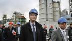 Der französische Industrieminister Montebourg besucht ein Chemiewerk im Rhonetal.