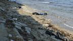 An einen Strand der Insel Lesbos gespült, nachdem ein Boot mit 28 Flüchtlingen im Dezember 2012 gesunken war.