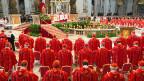 155 Kardinäle an einer Messe im Vatikan - bevor sie sich dann zur Papst-Wahl in die Sixtinische Kapelle zurückziehen.
