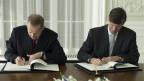 Staatssekretär Ambühl (links) und US-Botschafter Beyer (rechts) unterzeichneten das Abkommen bereits am 14. Februar.