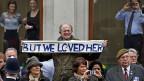 Margaret Thatcher weckt immer noch Emotionen; ZuschauerInnen entlang der Route des Trauerzugs.