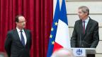 Der französische Präsident François Hollande hört sich die Sparvorschläge für die Armee an - im Elysée-Palast am 29. April.