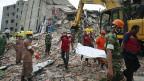 Die Räumarbeiten beim eingestürzten Hochhaus in Savar, in der Nähe von Bangladeshs Hauptstadt Dhaka, dauern immer noch an.