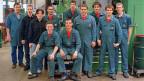 16 Maschinenbauer-Lehrlinge in einem Schweizer Unternehmen. In den USA will man stärker auf Berufslehren setzen - mit Schweizer Hilfe.