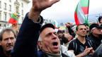 Bulgaren schreien Parolen im Februar 2013 gegen die Mitte-Rechts-Regierung von Premierminister Boyko Borisov in Sofia, Bulgarien.