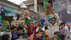 Anhänger von Sharif feiern