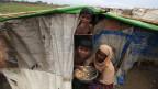 Mehr als 100'000 Rohingya-Vertriebene könnten verlegt werden, um sich vor dem herannahenden Zyklon Mahasen zu retten. Eine Rohingya-Familie in einem Lager ausserhalb von Sittwe, Burma, am 14. Mai 2013.