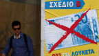 Ein Fussgänger geht an einem Wahlplakat der Partei Plan B vorbei