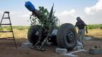 Je nach Entscheid der EU-Aussenministerkämen die syrischen Rebellen leichter zu Waffen. Foto vom 21. Mai, im Norden Syrien behelfen sich die Rebellen mit selbstgebauten Waffen.