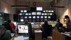 Angestellte des staatlichen griechischen Rundfunks ERT : Im Kontrollraum eines Fernsehsenders wird am frühen Morgen teilweise noch gearbeitet.