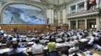 Nationalräte sitzen im Saal während der Debatte um den Steuerstreit der Schweizer Banken mit den Vereinigten Staaten im Nationalrat, am Dienstag, 18. Juni 2013 während der Sommersession der Eidgenössischen Räte in Bern.