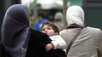 Das Tragen des Kopftuches von Musliminnen gehört zu den am meist diskutierten Symbolen islamischen Glaubens.