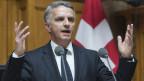 Falls sich die Schweiz und die EU bei Streitigkeiten im gemischten Ausschuss nicht einigen könnten, könnte neu der Europäische Gerichtshof EUGH angerufen werden, so Ausssenminister Didier Burkhalter.