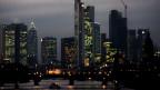 In letzten Jahren wurden viele Banken mit Steuergeldern gerettet. Das soll sich nun ändern. Bild: Skyline im Bankenviertel von Frankfurt.