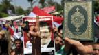 Unterstützer des abgesetzten Präsidenten Mohammed Mursi, nach dem Freitagsgebet in Kairo.